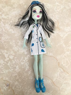 "Monster High 11"" Doll SKULLTIMATE SCIENCE CLASS LAB FRANKIE STEIN FRANKENSTEIN"