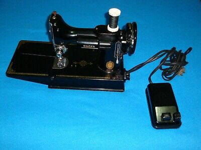 VINTAGE SINGER FEATHERWEIGHT 221 SEWING MACHINE, with pedal