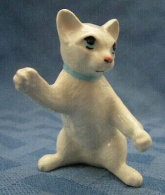 Hagen Renaker Miniature, Boxing Cat, retired, #4004, Made in USA