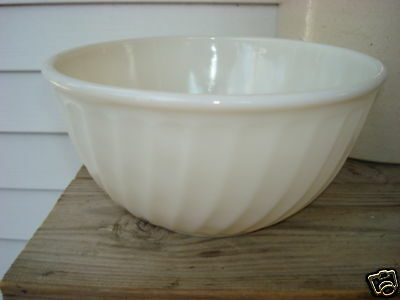 Vintage Anchor Fireking  Swirl Mixing Bowl 9 In Ex Cond