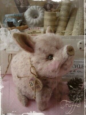 Mohair/Vintage style Piglet Pattern 6.5 x 7.9 inch