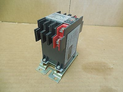 Cutler Hammer Magnetic Latching Type RM POWEREED Relay D40RM 120V Coil New