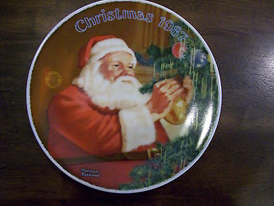 """NORMAN ROCKWELL 1987  """"SANTA'S GOLDEN GIFT""""  KNOWLES  FINE CHINA PLATE"""