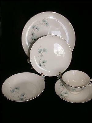 Taylor Smith Taylor BLUE LACE Dinnerware 5 Piece Place Setting  Circa 1958