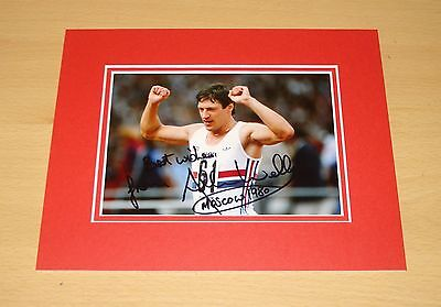 ALLAN WELLS HAND SIGNED AUTOGRAPH 10x8 PHOTO MOUNT DISPLAY MOSCOW 1980 + COA