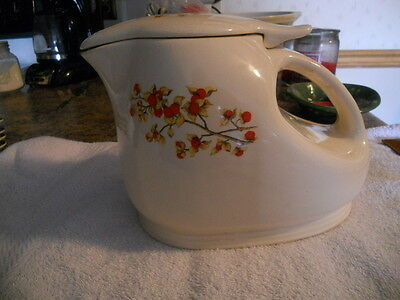 VINTAGE UNIVERSAL POTTERIES BITTERSWEET PITCHER WITH LID