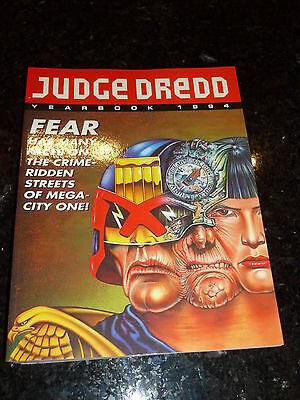 JUDGE DREDD Comic Year Book 1994 - Year 1994 - UK Fleetway Annual Book
