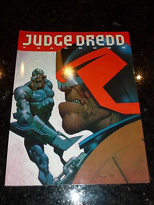 JUDGE DREDD Yearbook 1995 - Year 1995 - UK Fleetway Annual Book