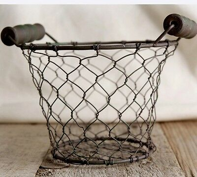 "NEW~Rusty pRiMiTiVe Small 5"" Round Chicken Wire Basket with Wood Handles"