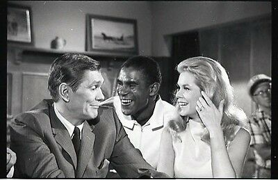 Elizabeth Montgomery Dick York Director On Set Bewitched 1968 Abc Photo Negative