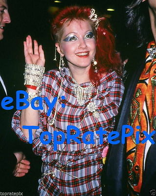 CYNDI LAUPER  -  Girls Just Wanna Have Fun Singer  -  Rare 8x10 Candid Photo #2