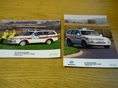 "SSANGYONG MUSSO POLICE CAR ORIGINAL PRESS PHOTO "" x 2 BROCHURE ""  jm"