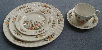 Aynsley Cottage Garden  5 Piece Place Setting England - Mint!
