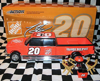 2005 Tony Stewart Action #20 Home Depot 1:24 Die Cast  Dually Tailgate Set Bank