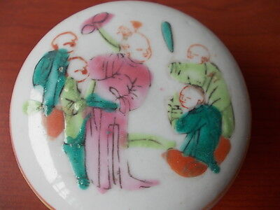 A 19thC Qing Dynasty porcelain ink box painted with famille rose enamels figures