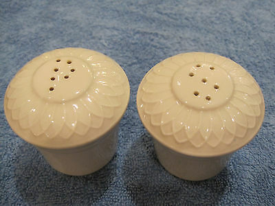 Homer Laughlin, Gothic salt and pepper shakers