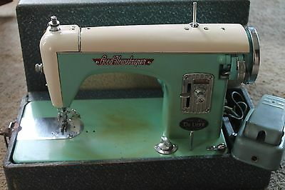 Vintage Good Housekeeper Sewing Machine Portable Deluxe Model with Case