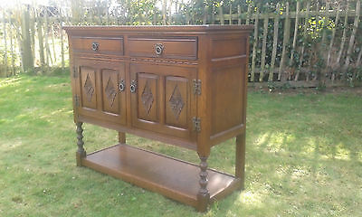 VINTAGE OLD CHARM 2241 MID-OAK SIDEBOARD IN NEAR SHOWROOM CONDITION OLD CHARM