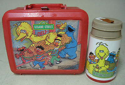 COLLECTIBLE ALADDIN PLASTIC SESAME STREET RED LUNCH BOX & THERMOS