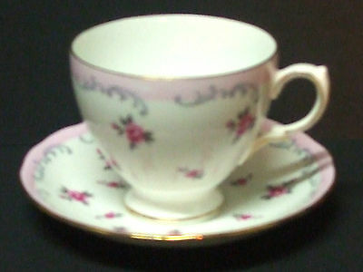 QUEEN ANNE FINE BONE CHINA TEACUP & SAUCER PINK ROSES PATTERN ENGLAND