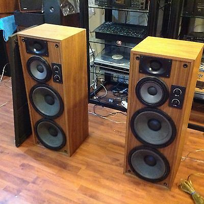 Realistic t-200 speakers and Receiver Sta 2600 Package Deal