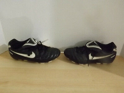 Childrens Size 3.5 Nike Tiempo Black White Soccer Cleats Minor Wear