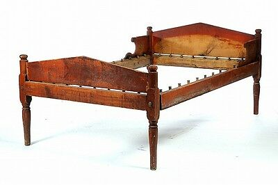AMERICAN LOW-POST ROPE BED. Lot 518