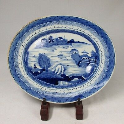 D980: Japanese OLD IMARI blue-and-white porcelain ware Big oval plate.