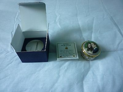 ROYAL WEDDING PRINCE WILLIAM ROYAL WORCESTER PILL BOX