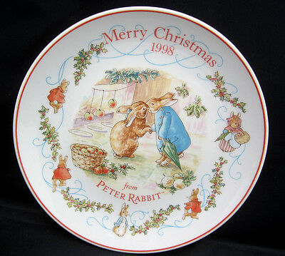 "1998 Wedgwood Peter Rabbit MERRY CHRISTMAS Plate Kissing Bunnies 8"" No Box"