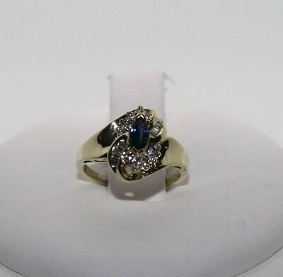 LOVELY 10KT SOLID GOLD, GENUINE SAPPHIRE RING