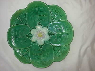 """ANTIQUE MAJOLICA WATER LILY PATTERN PLATE - 9"""""""