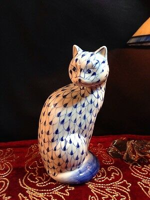 """Porcelain Cat  Blue and White Andrea by Sadek Hand Painted 7 3/8"""" Thailand NICE!"""