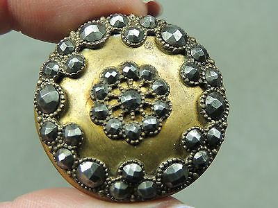 BRASS BUTTON W/ CUT STEELS    METAL