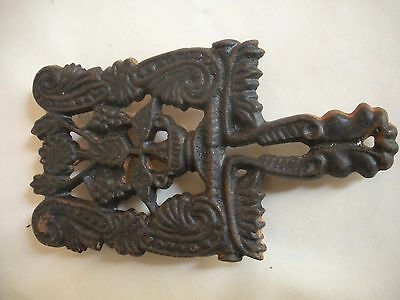 Vintage WILTON Cast Iron Footed Trivit Grapes And Leaves