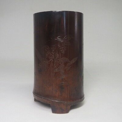 E825: Popular Chinese tasty bamboo ware brush pot with sculpture work