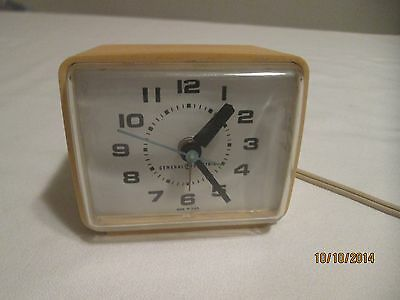 General Electric Vintage Yellow Alarm Clock In Excellent Working Condition GE