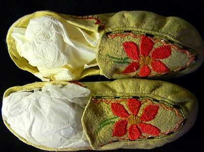 """Vintage Antique 9.25"""" Native American Indian Beaded Crocheted Moccasins"""