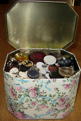 VINTAGE 2.5 POUNDS LBS PRETTY MIXED SEWING BUTTONS in FLORAL TIN w/HINGED LID