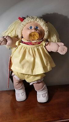 """VINTAGE COLECO 16"""" CABBAGE PATCH KID-CERTIFICATE-PACIFIER-EXTRA CLOTHING-GUC"""