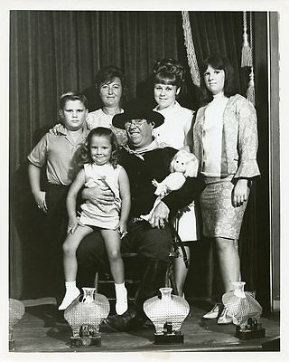 Joe Brooks Wife Betty And Kids Smiling Portrait F Troop Orig 1966 Abc Tv Photo