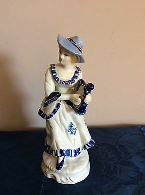 Porcelain Colonial Blue And White Lady Figurine Collectable Retro Vintage