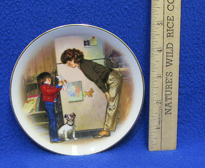 Vintage 1985 Special Memories Collectors Plate Avon Mothers Day By Tom Newsom