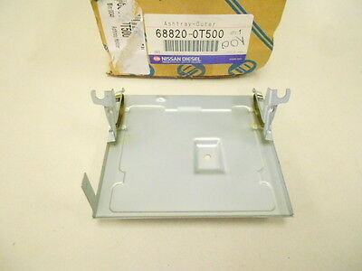 68820-0T500 Nissan Diesel Ud Truck Console Ashtray Holder 688200T500