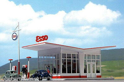 ESSO PETROL STATION 1/87 / HO scale plastic model Busch