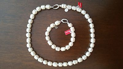Pearl necklace and bracelet
