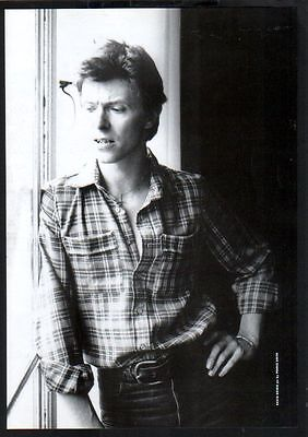 1998 David Bowie at window JAPAN mag photo pinup / mini poster /picture clipping