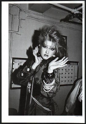 1985 Cyndi Lauper expressive hands JAPAN mag photo pinup / vintage clipping c4r