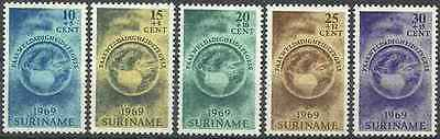 Timbres Surinam 491/5 ** lot 13113