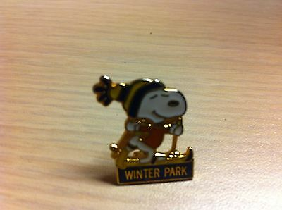 Peanuts Snoopy Skiing Winter Park CO Slope Pinback Pin Enamel